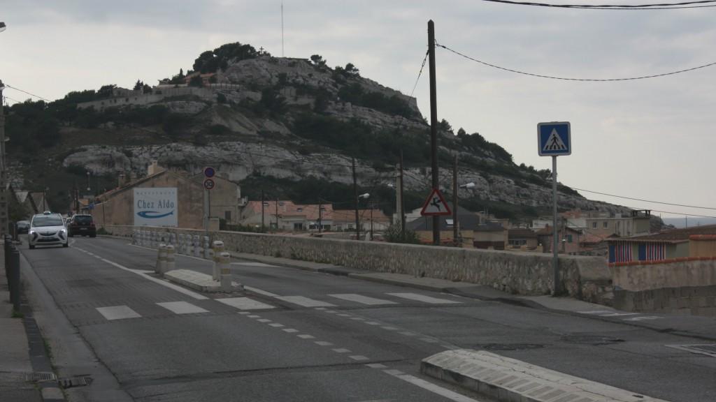 L'ancien site militaire domine la route des Goudes.