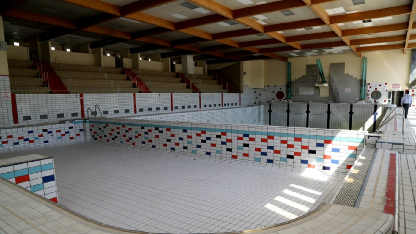 Marseille les piscines seront bient t une affaire priv e for Catalogue piscine