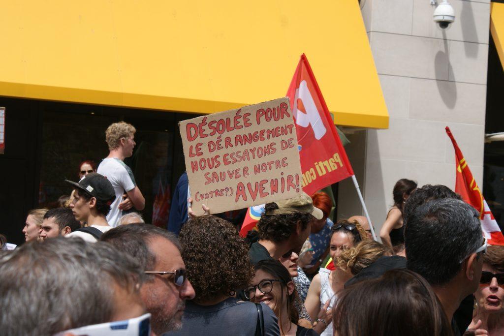 Une affiche au sein du rassemblement CGT.