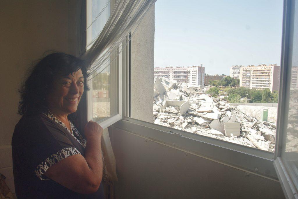 Joelle Petrolese, une des dernières habitantes de la tour, a désormais une vue directe sur les débris. (Image LC)