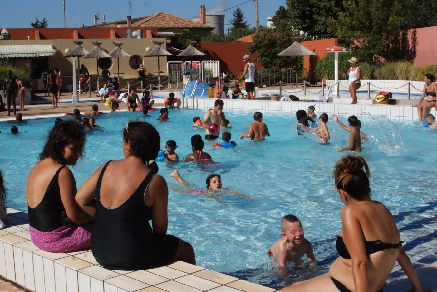 Piscines de fortune l 39 exode aquatique vers gardanne for Restaurant la piscine gardanne