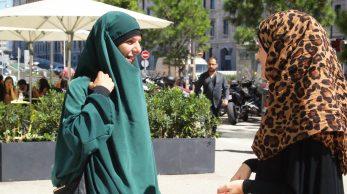 Nadia et Stéphanie dans Marseille. (LC)