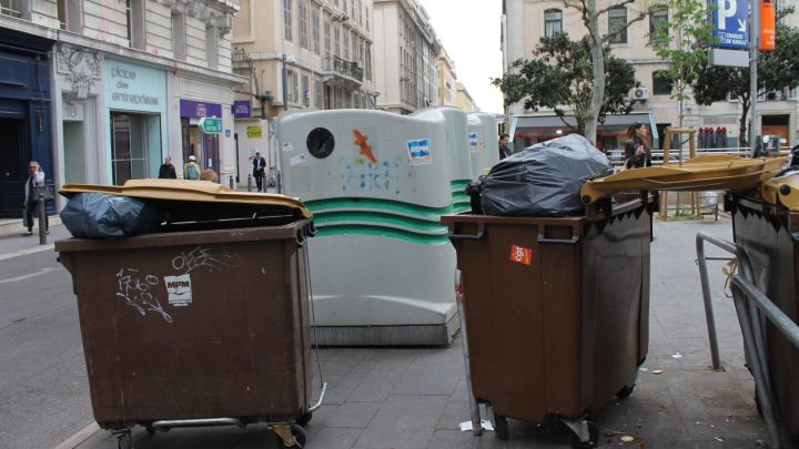 Nouveau marche, nouvelle greve pour les eboueurs et cantonniers du prive 1