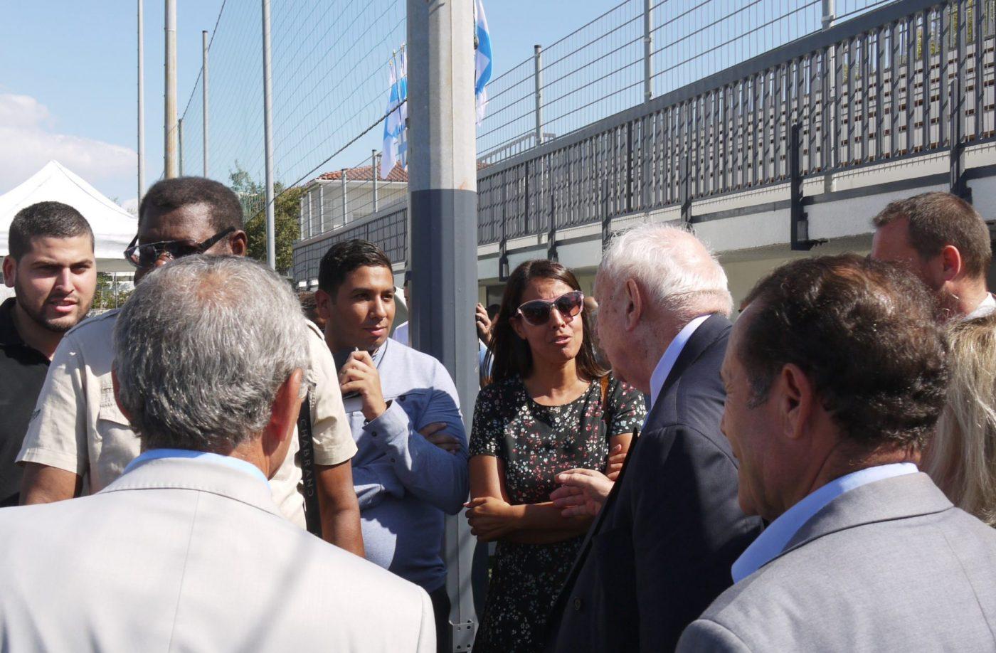 Lors de l'inauguration du stade de Frais-Vallon, le 7 septembre, Hassen Hammou et Haouaria Hadj-Chick croisent brièvement Jean-Claude Gaudin. Photo : B.G.