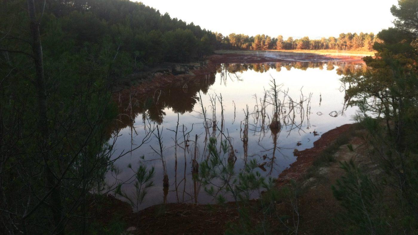 """Le """"lac"""" de Mange-Garri à proximité des habitations"""