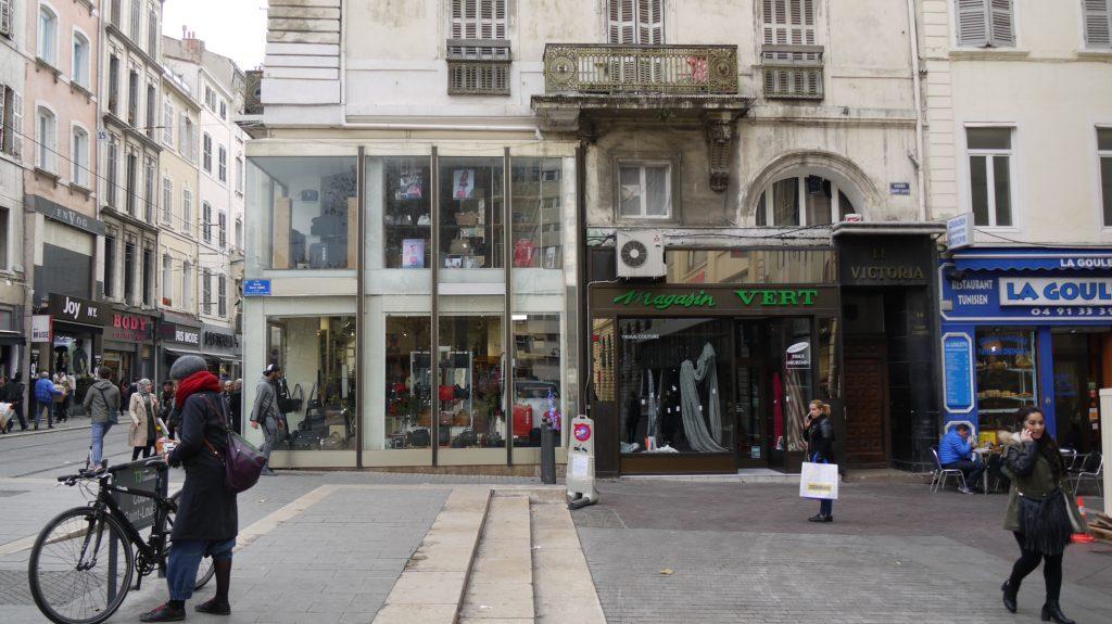 Cours Saint-Louis, un exemple d'aménagements commerciaux qui ne respectent pas les futures règles de l'AVAP.