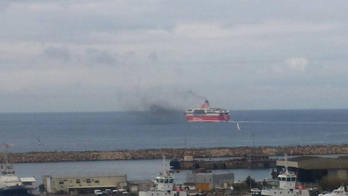image-les-cheminees-flottantes-font-tousser-marseille-01.jpg