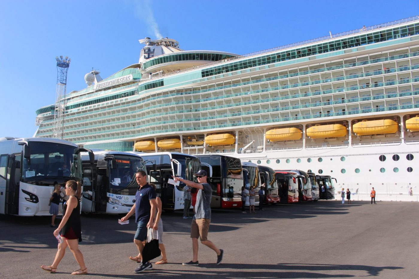 Les croisières en rade, 2500 passagers empruntent le «corridor sanitaire» marseillais
