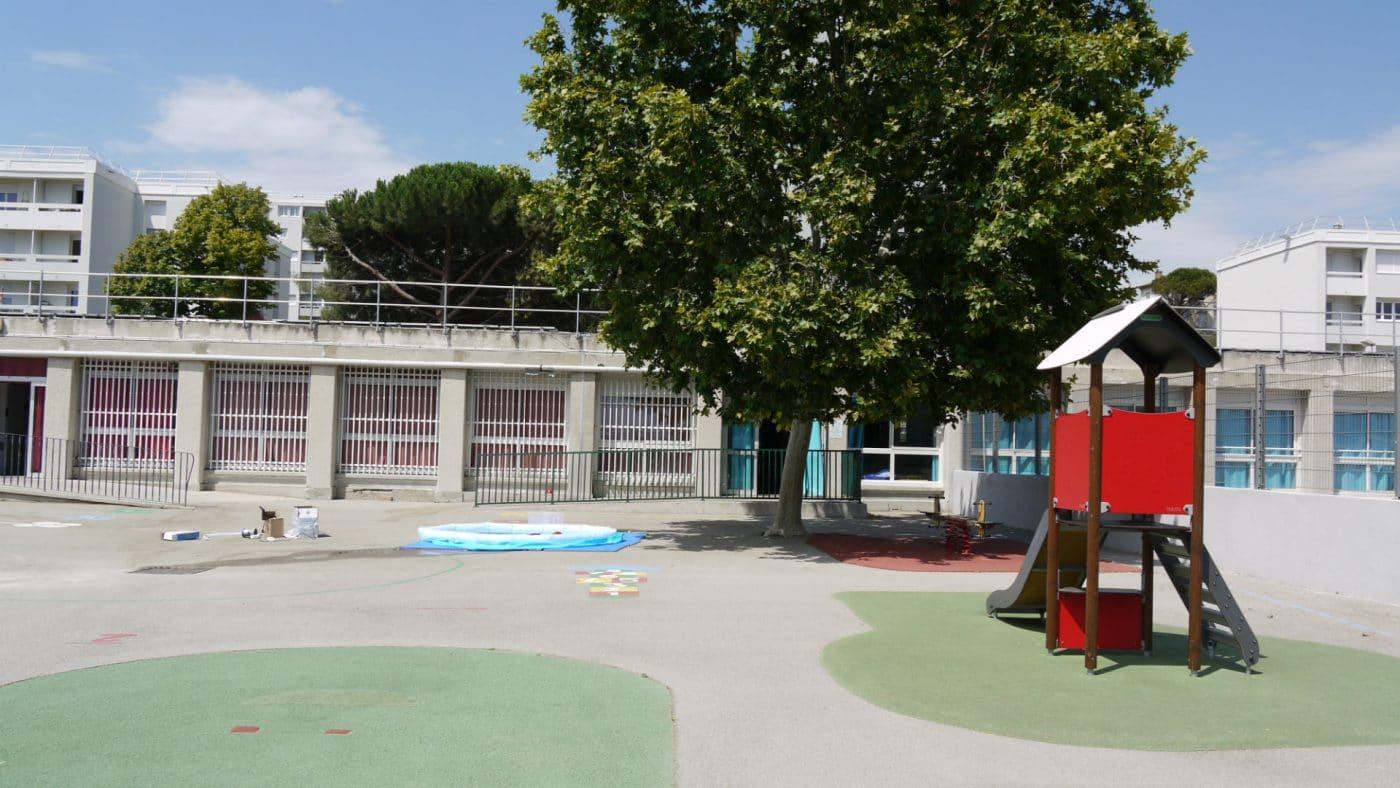 Cour de l'école maternelle La Viste Bousquet ©AM