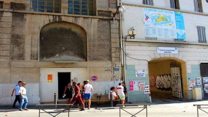 Entrée de Coco Velten côté rue Bernard du Bois. Crédit photo : Marsactu