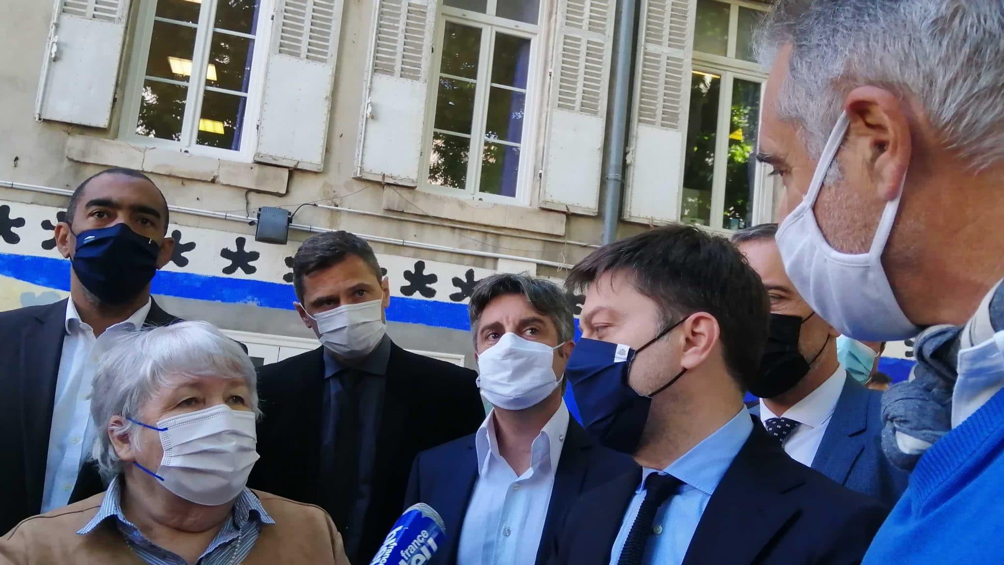 """Le gouvernement promet de participer à """"un plan pour les écoles de Marseille"""""""
