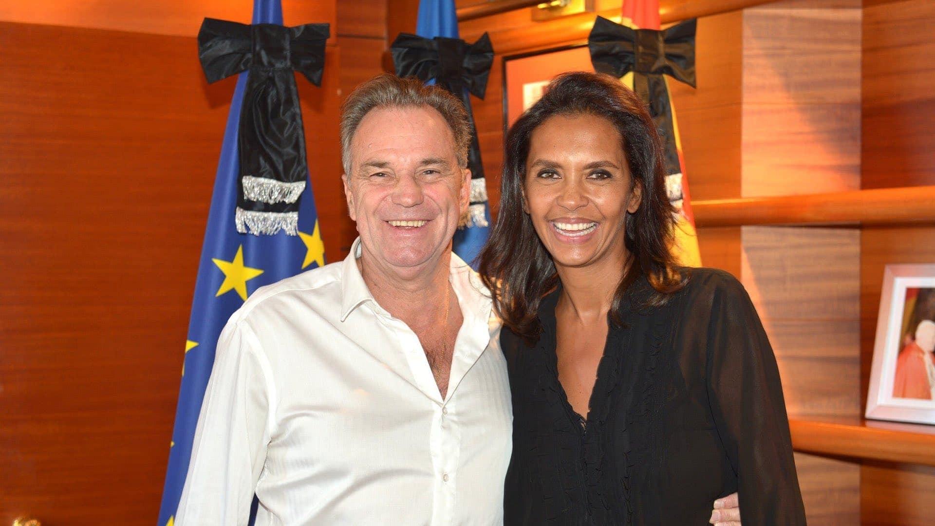 Pour rénover sa maison, Karine Le Marchand prend un chèque de 117 000 euros de la région